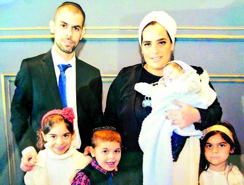 עם בעלה שגיא וארבעת ילדיהם   צילום: מהאלבום המשפחתי