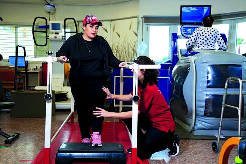 """בפיזיותרפיה בבית החולים השיקומי רעות. """"אפילו לשירותים לא יכולתי ללכת""""   צילום: ריאן"""