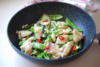 דג עם ירקות. צילום: אלונה זוהר