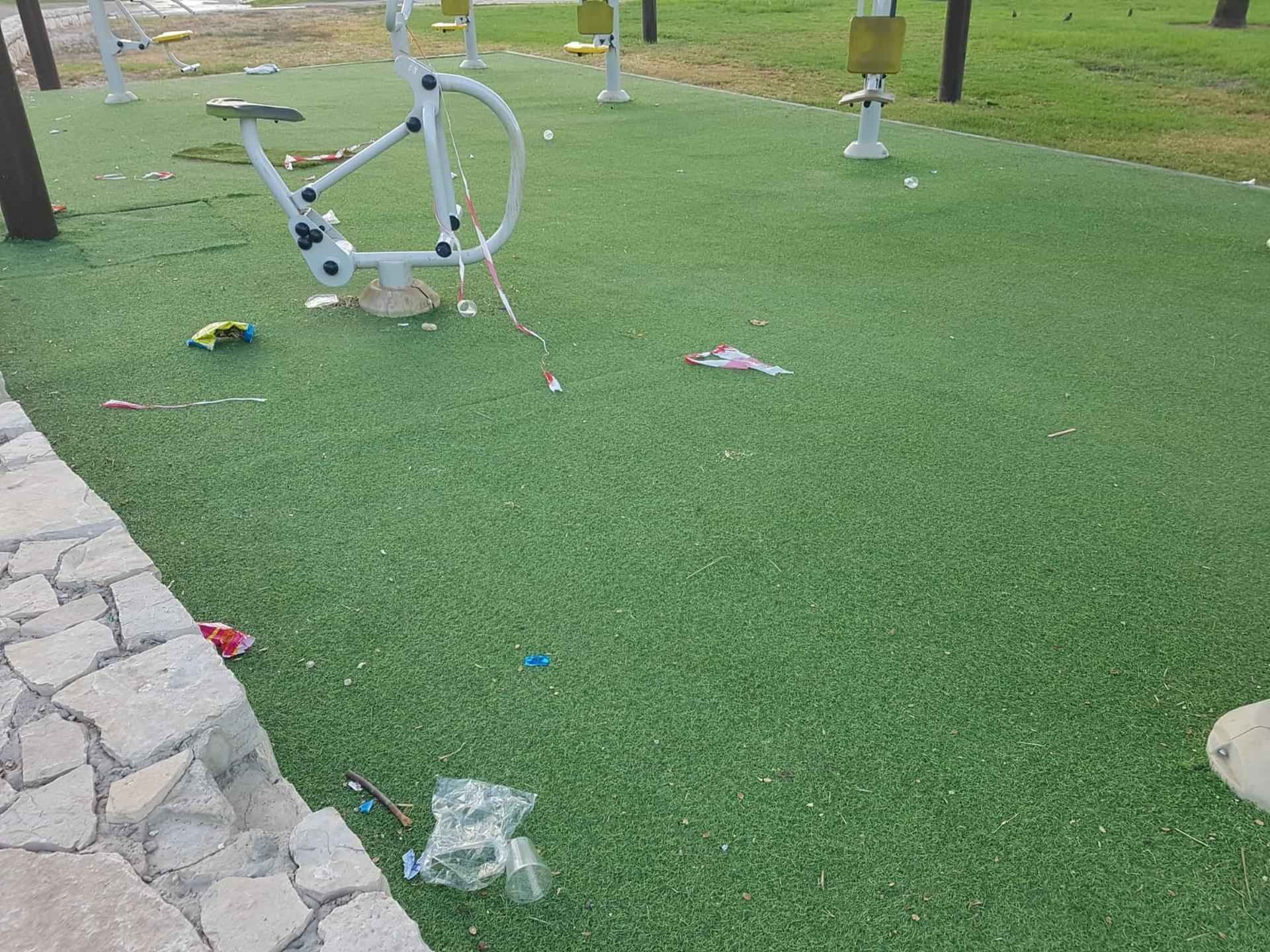 הלכלוך בפארק ענבה. צילום: שחר מי און