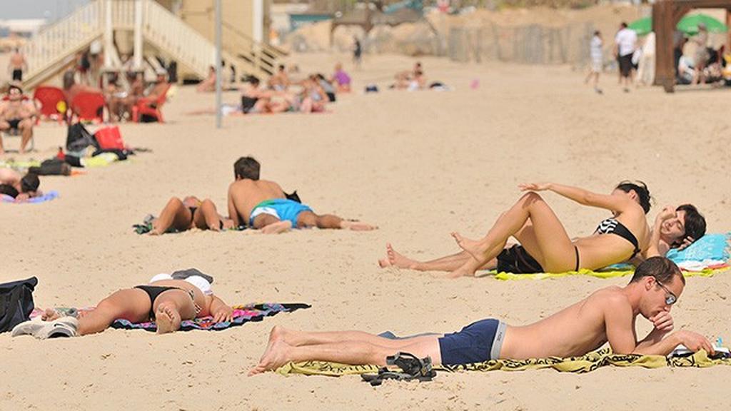 חוף הים של תל אביב (צילום: ירון ברנר)